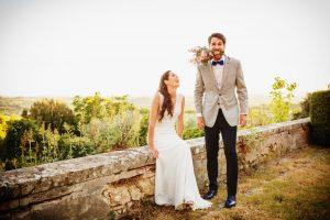 Hochzeitsfotograf München Paarshooting mit Blumenstrauss