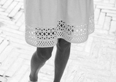 Hochzeitsfotograf München Detailaufnahme vom Verlobungskleid