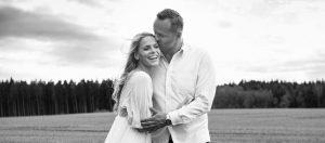 Hochzeitsfotograf München beim Verlobungs Shooting in Schwarz Weiss